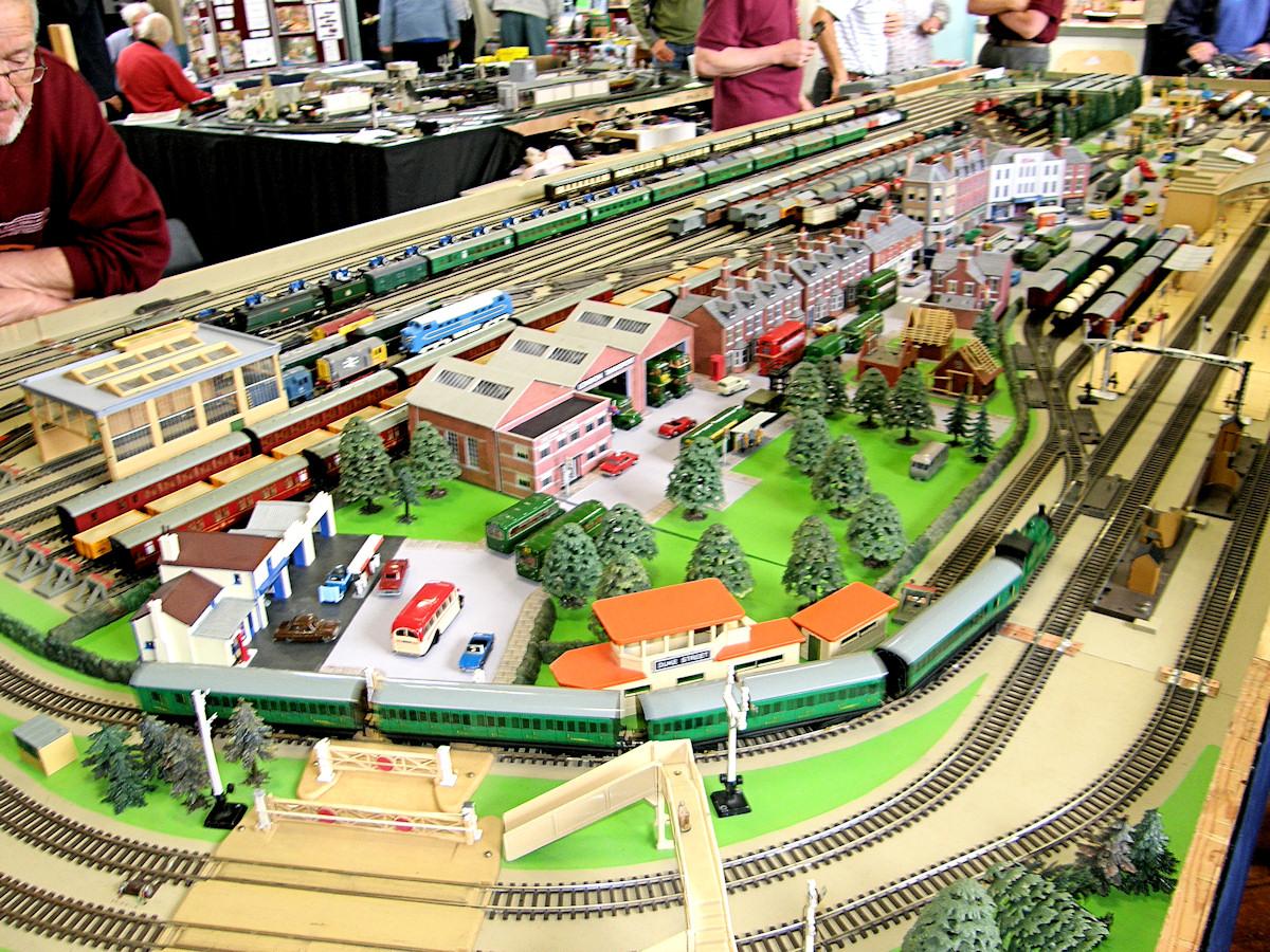 railway station scene essay